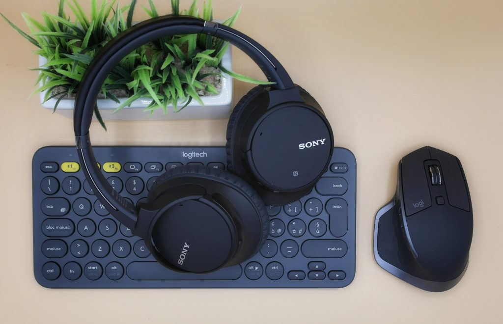Logitech Keyboard and mouse with headphones
